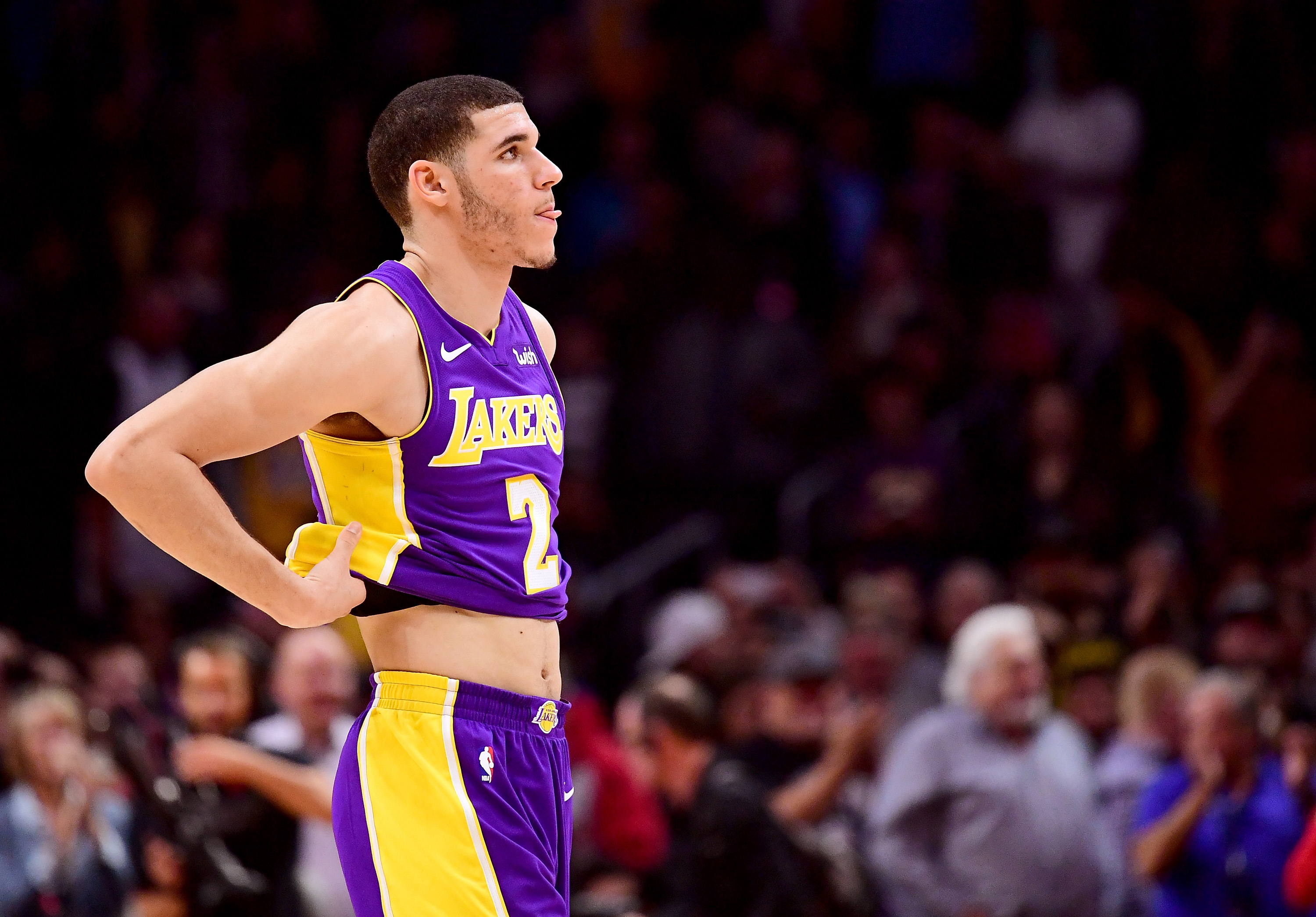 Lonzo Ball helps Lakers beat 76ers 107-104
