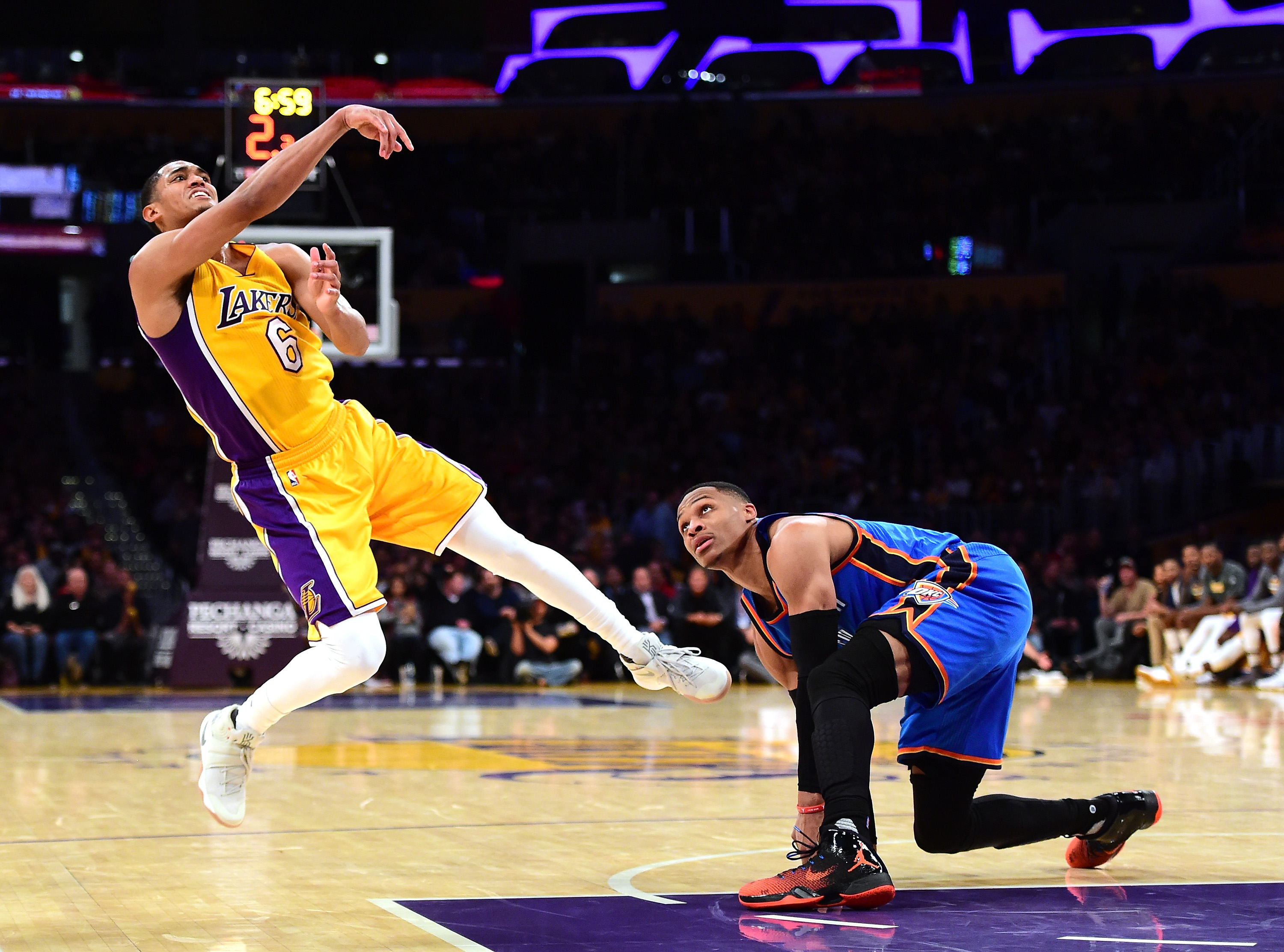 Randle, Ball push Lakers past Kings